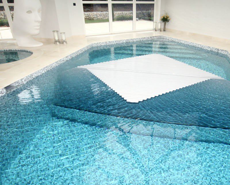 Automatic swimming pool covers roman pools for Bespoke swimming pools